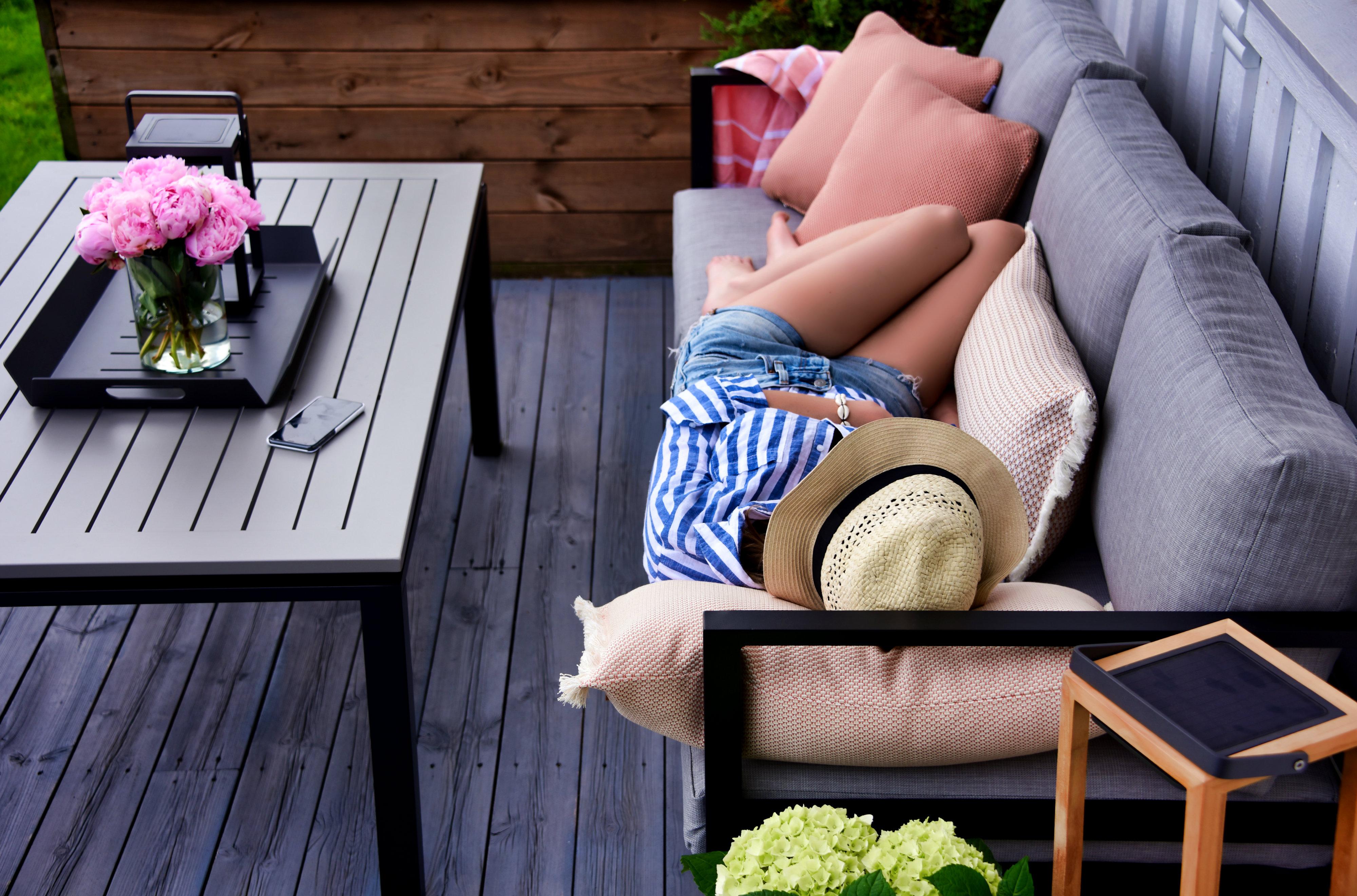 Hvordan innrede en liten terrasse eller balkong