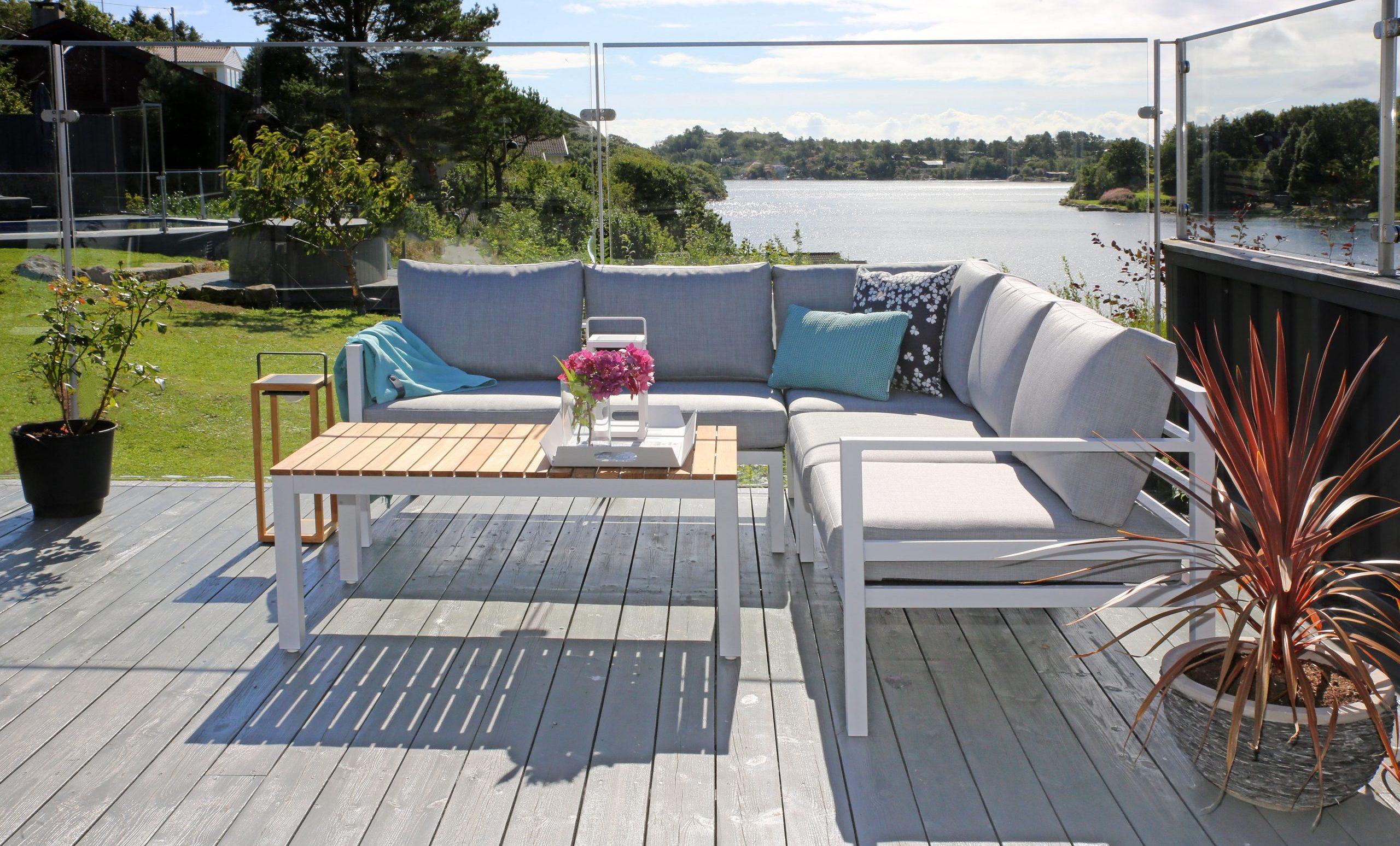Adelaide lys grå 2+2 med bali loungebord med teak topp
