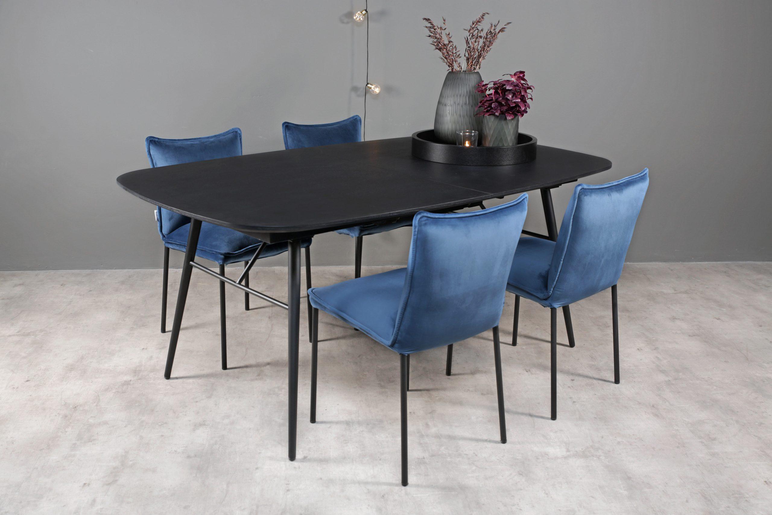 Eikeland spisebord natur og Steigen blå stoler