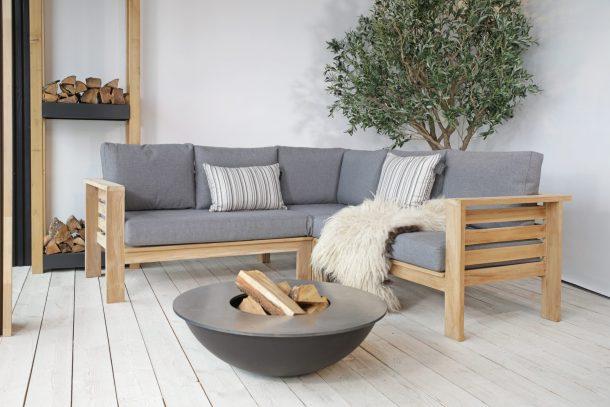 Hjørnesofa Hovden hagemøbler i tre med grå puter